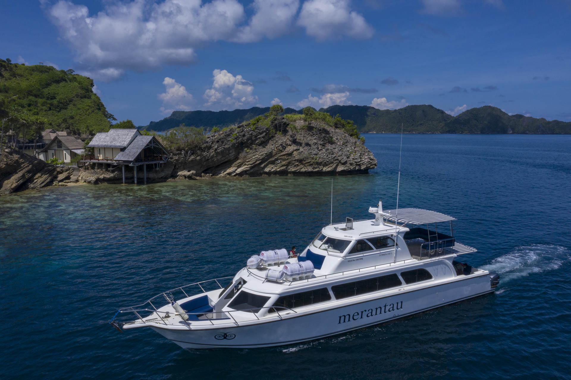 Misool resort transfer boat